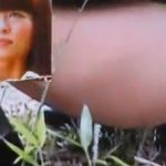 竹薮で女性が全力で野外排便