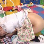 大量にイチヂク浣腸された女が脂汗をかきながらタライに糞汁噴射