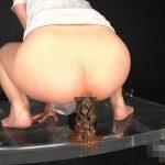 変態女がアナルでディルドオナニーしたら下痢便が漏れだした!