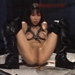 ボンテージ美女のM字開脚脱糞ショー