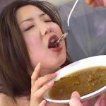 スカトロ女が自分のウンコ汁の味を堪能してる